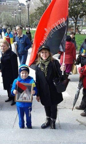 Ячейка ПС в Испании на всеєвропейському марше за целостность Украины