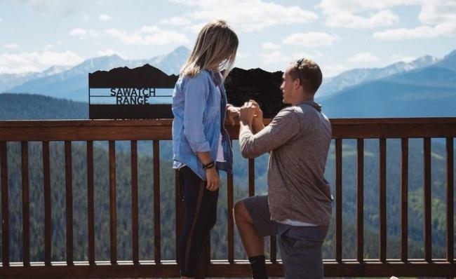 Сначала этой девушке сделали предложение, а уже через пару часов она оказалась на собственной свадьбе (5 фото)