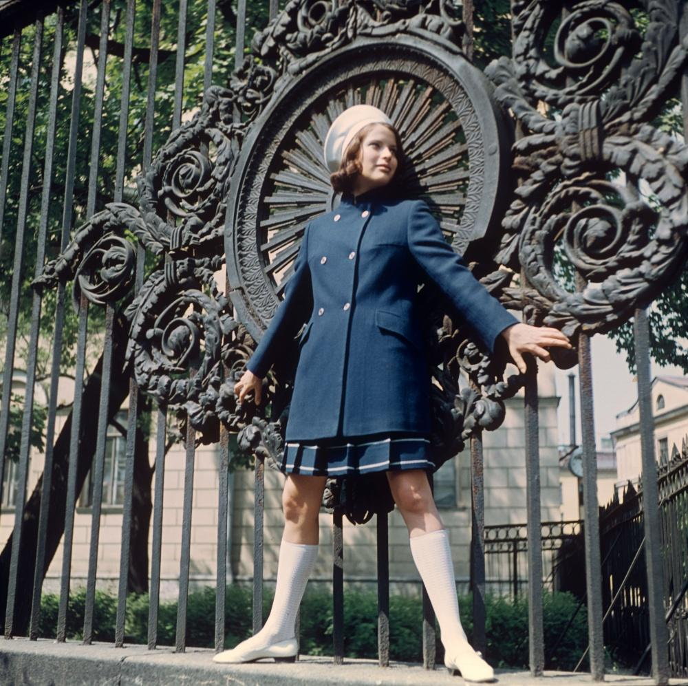 18. Демонстрация костюма из уплотненной ткани. 1968 г. Фотохроника ТАСС/П.Федотов