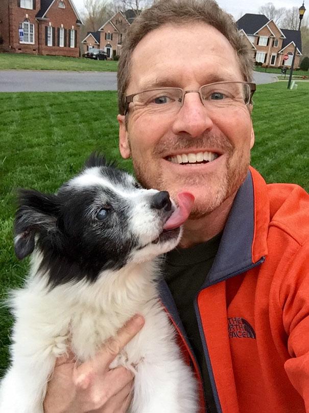 «Мой папа никогда не признается, как сильно любит нашу старую собаку. Но после того, как мы нашли эт