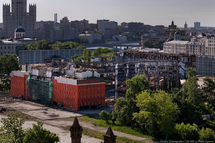 2. Изначально на месте «России» планировалось построить многофункциональный гостинично-офисный компл