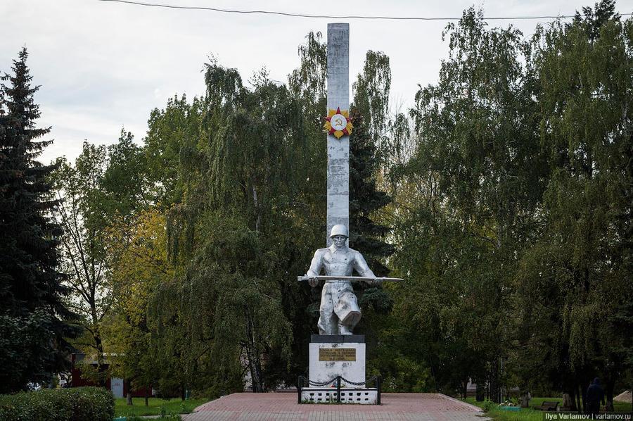 4. Памятник воинам-нефтяникам