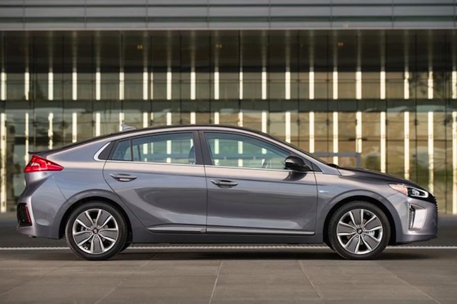 Hyundai в Ioniq EV будет доступен для покупки на некоторых рынках уже в 2017 году. Линейка электромо