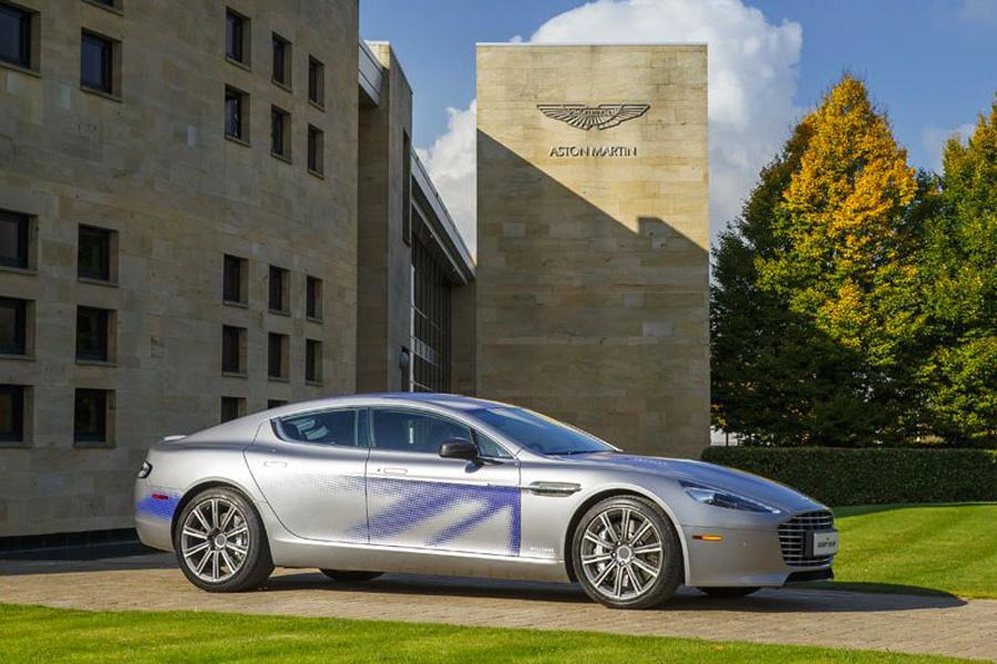 Британский автопроизводитель Aston Martin заявил, что он объединяется с китайской технологической фи