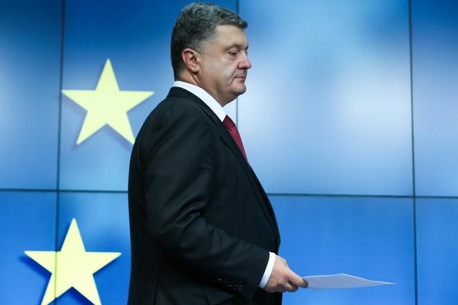 Порошенко готов первым поддержать отмену санкций противРФ