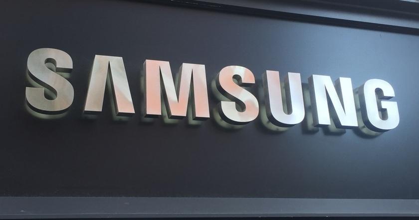 Замененный Самсунг Galaxy Note 7 зажегся наборту лайнера вСША