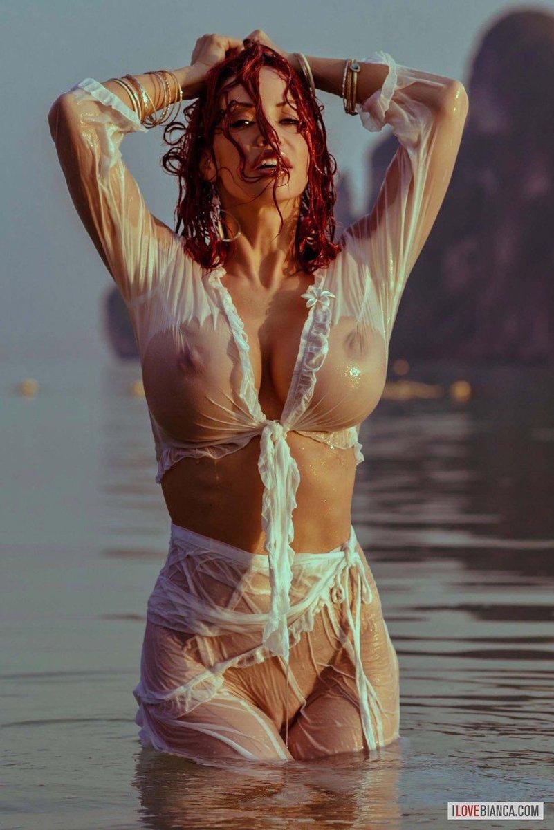 Фото под мокрой одеждой женское голое тело