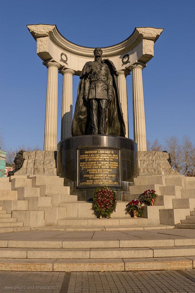 Фото 12. Что посмотреть в Москве? Памятник Александру II у стен храма Христа Спасителя.