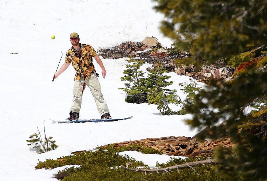 странные виды спорта - турнир по гольфу в снегу