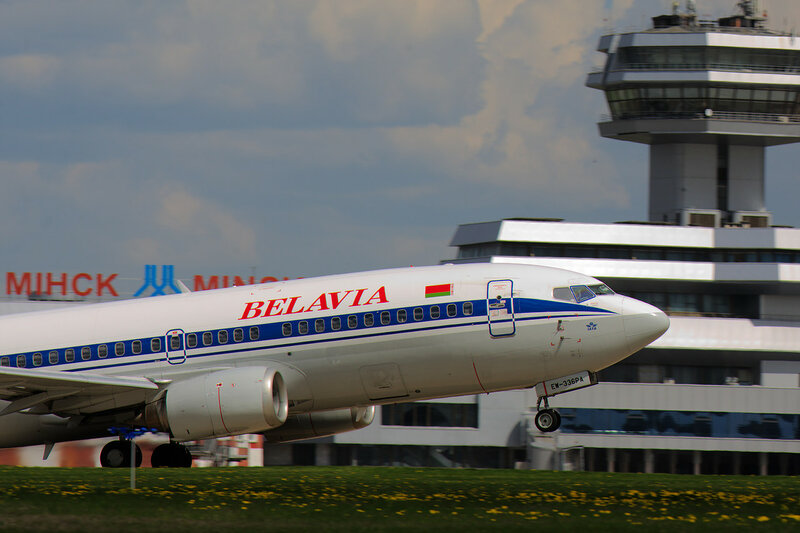 Belavia EW-336PA на фоне терминала