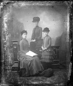 1885. Мария Анна, Маргарет и Елизавета Саксен-Альтенбургские