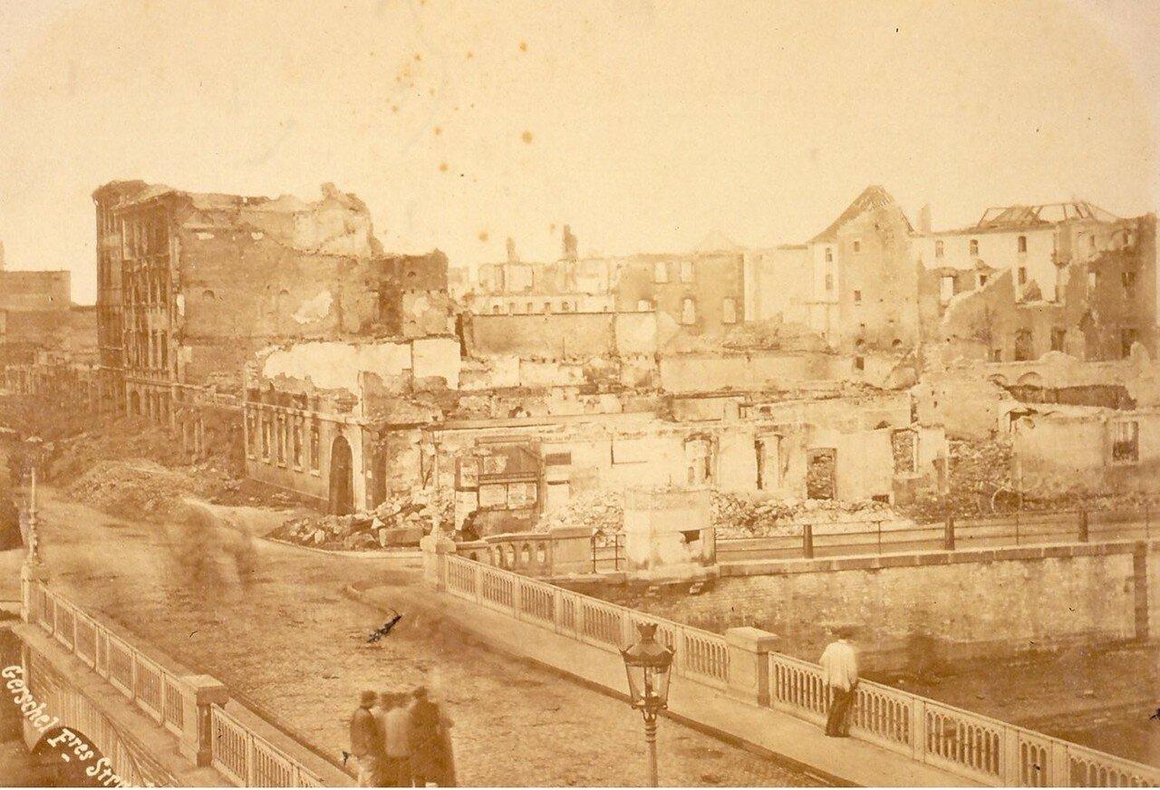 Разрушенные фасады домов