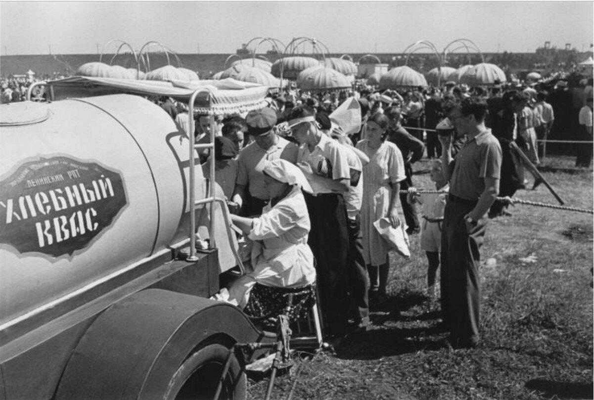 1958. Народные гулянья на авиационном параде в Тушине
