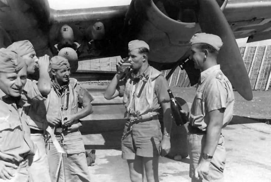 Ju_88_A_of_I_KG_77_crew_Catania.jpg