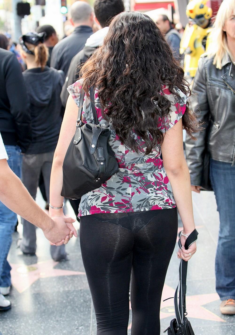 Фото в просвечивающихся брюках