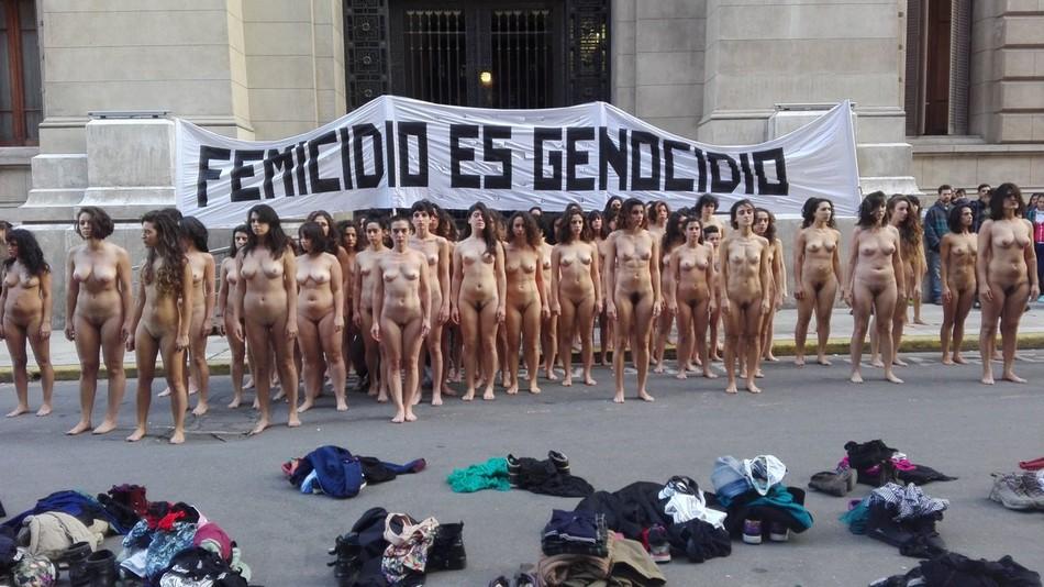 Голый протест феминисток в Буэнос-Айресе