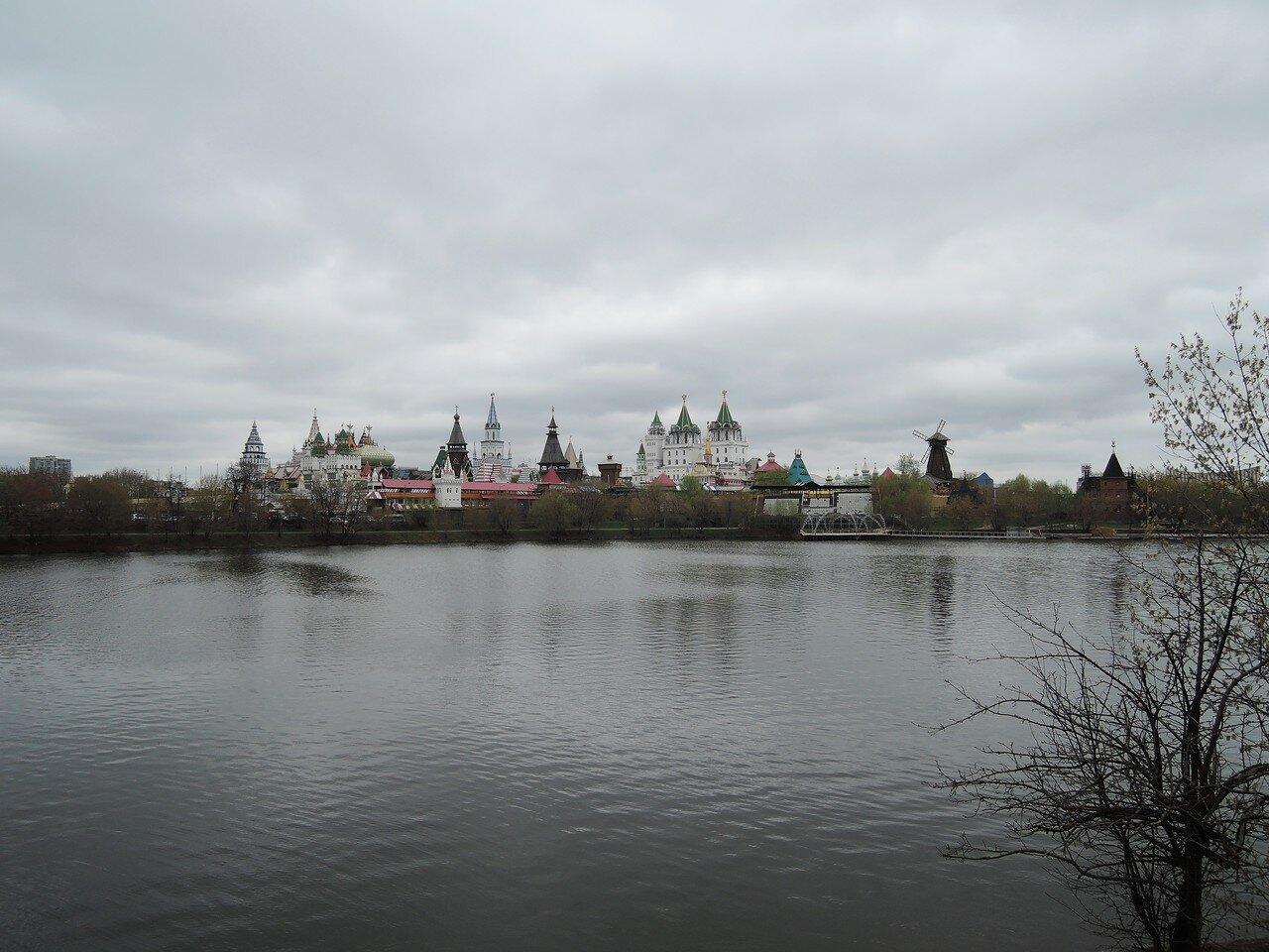 Серебряно-Виноградный пруд. Измайловский кремль.