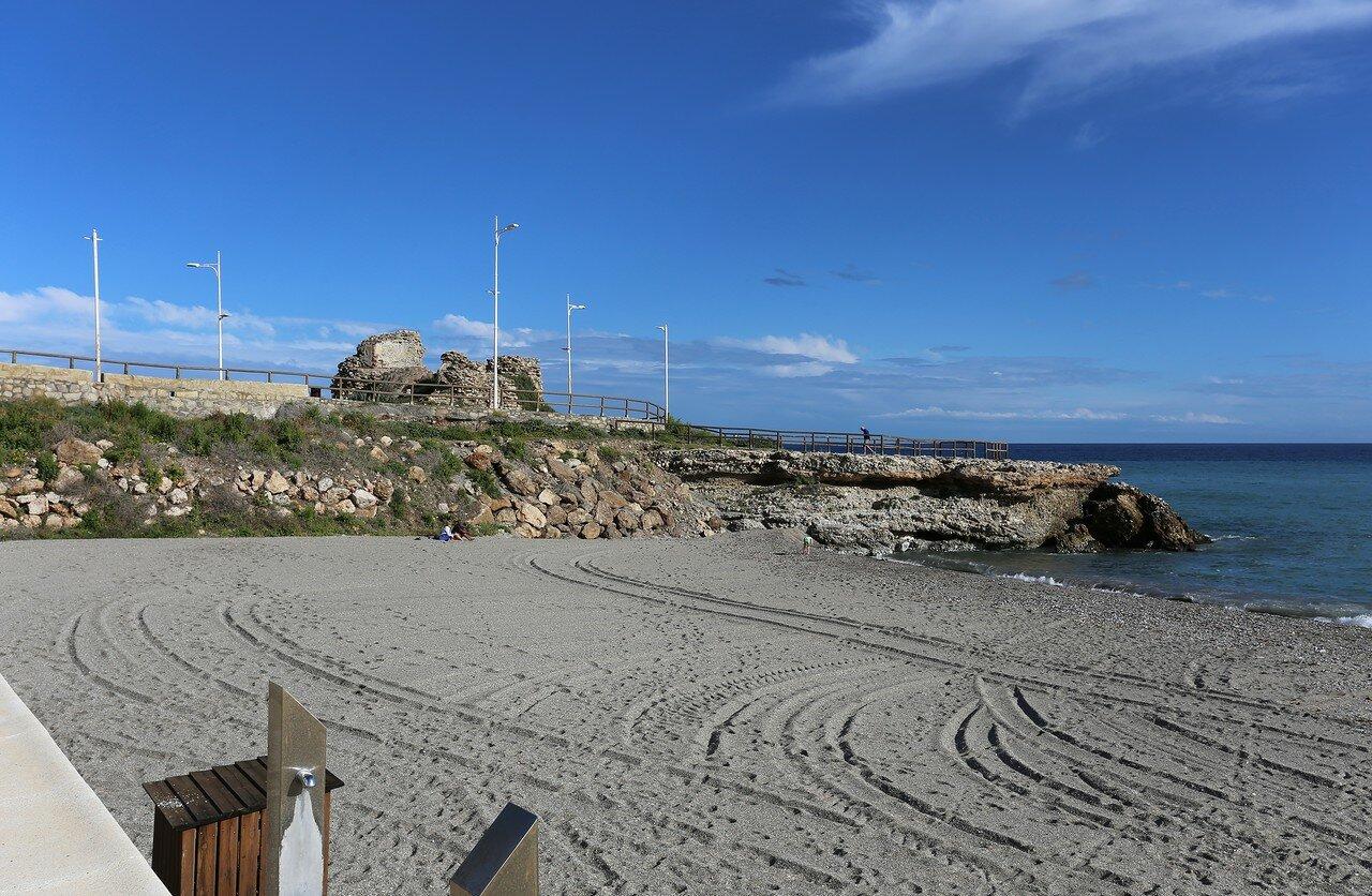 Нерха. Пляж Торрекилья (Playa Torrecilla)