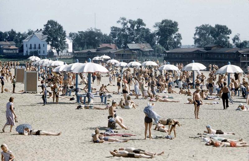 Крупнее Почему-то в 2011 г. я увидел там пляжников раз 10 меньше, несмотря на жару и сильно выросшее