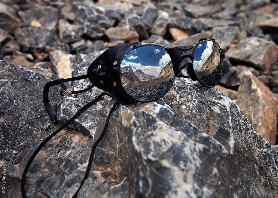 16. Отражение гор в альпинистских очках.