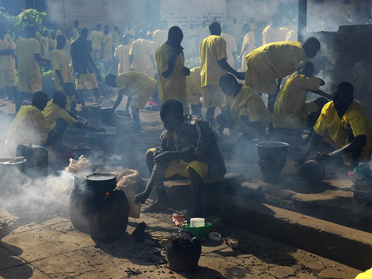 Уганда. Тюрьма Киго — место заключения строгого режима, где содержатся 1175 заключенных. Им разрешен