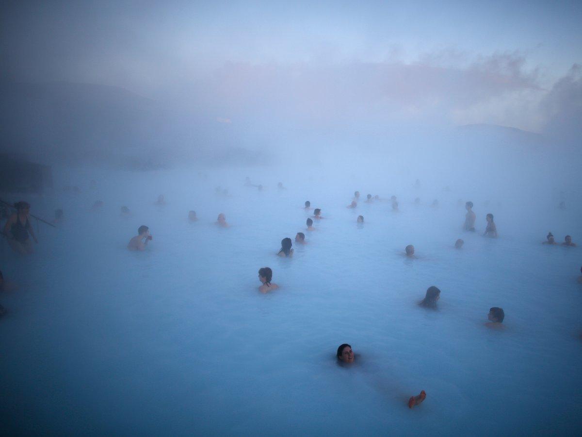 Исландские глетчеры, национальные парки и водопады располагают к размышлениям. Там также находится в
