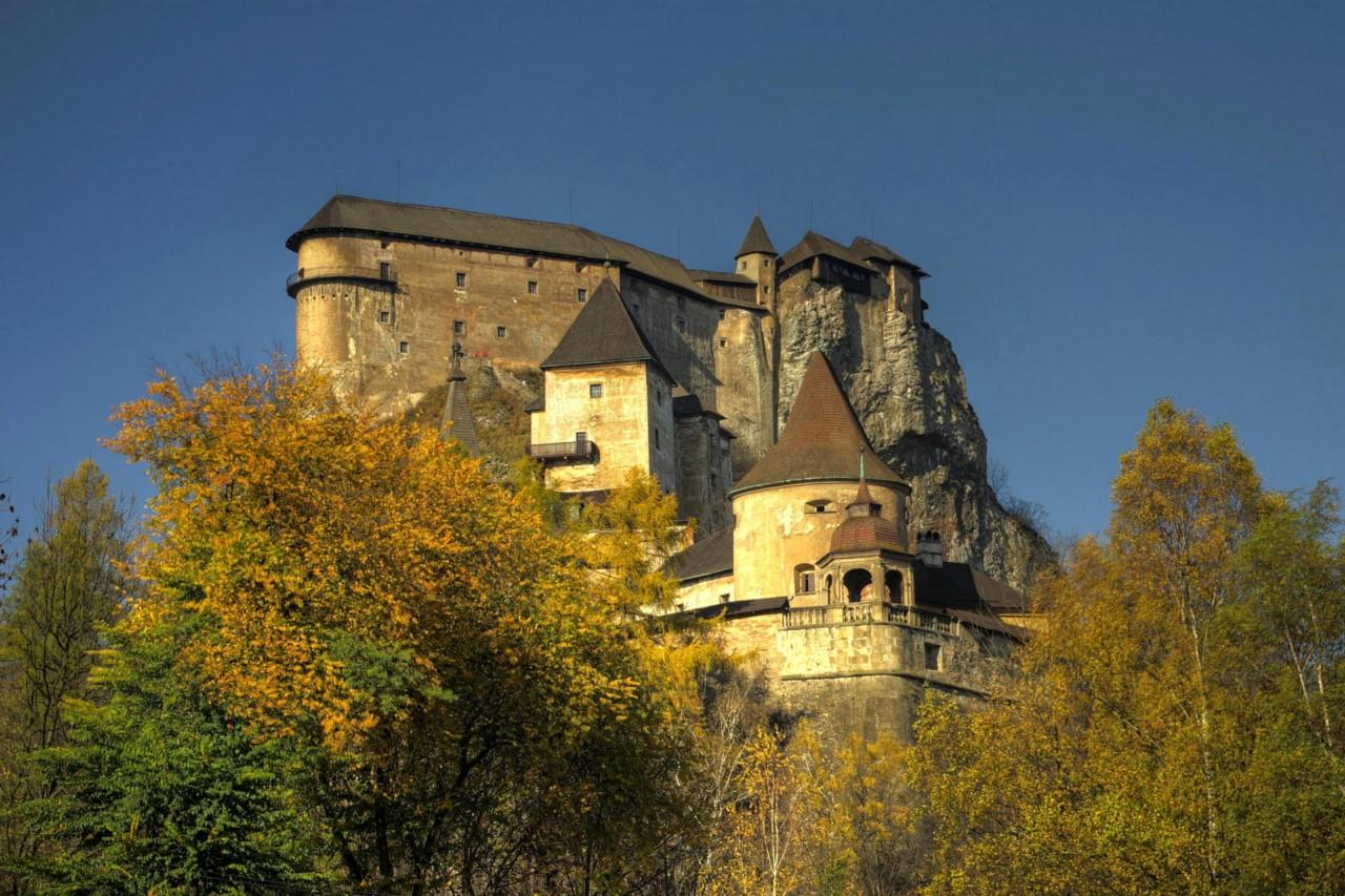 Мрачный, средневековой образ Оравского замка привлекает к нему киношников со всего мира, съемки веду