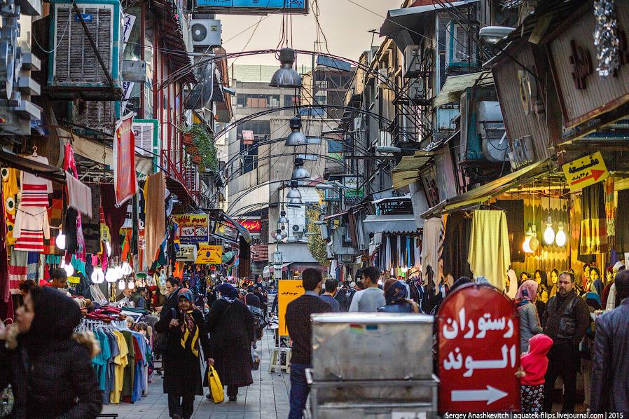 4. Иран — страна-рынок. Фактически, все первые этажи зданий поделены на клетки-лавки. Торгуют всем,