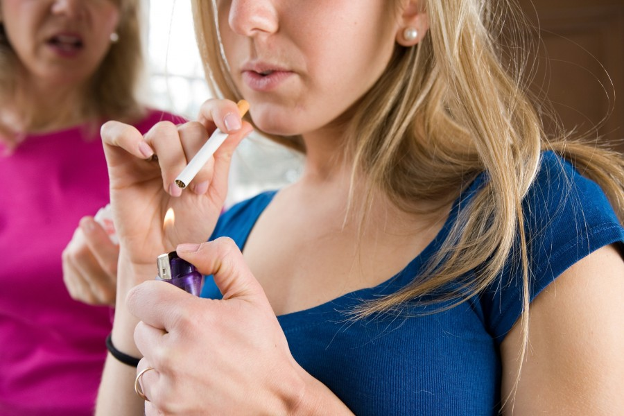 Ученые пояснили причину пристрастия некоторых молодых людей калкоголю икурению