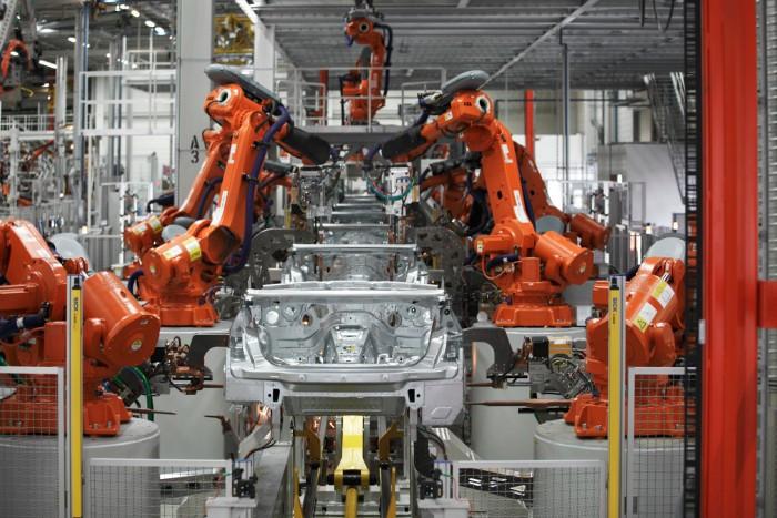 БМВ остановила производство комплектующих