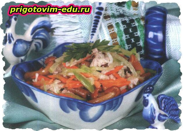 Салат с мясом, капустой и грибами