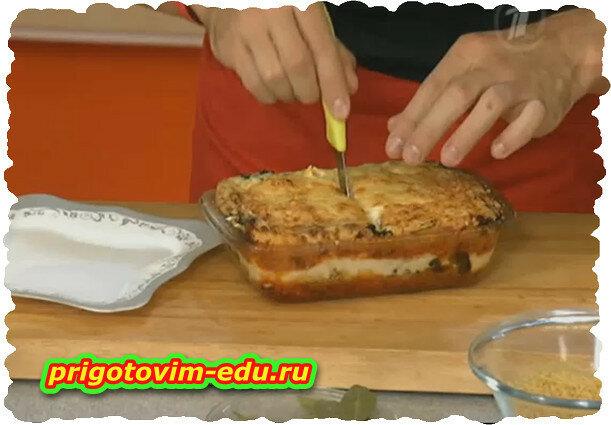 Пирог с вермишелью и овощной начинкой.