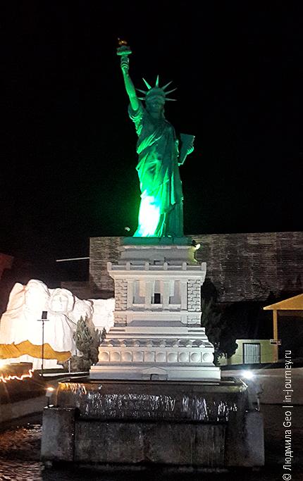 мини сиам статуя свободы