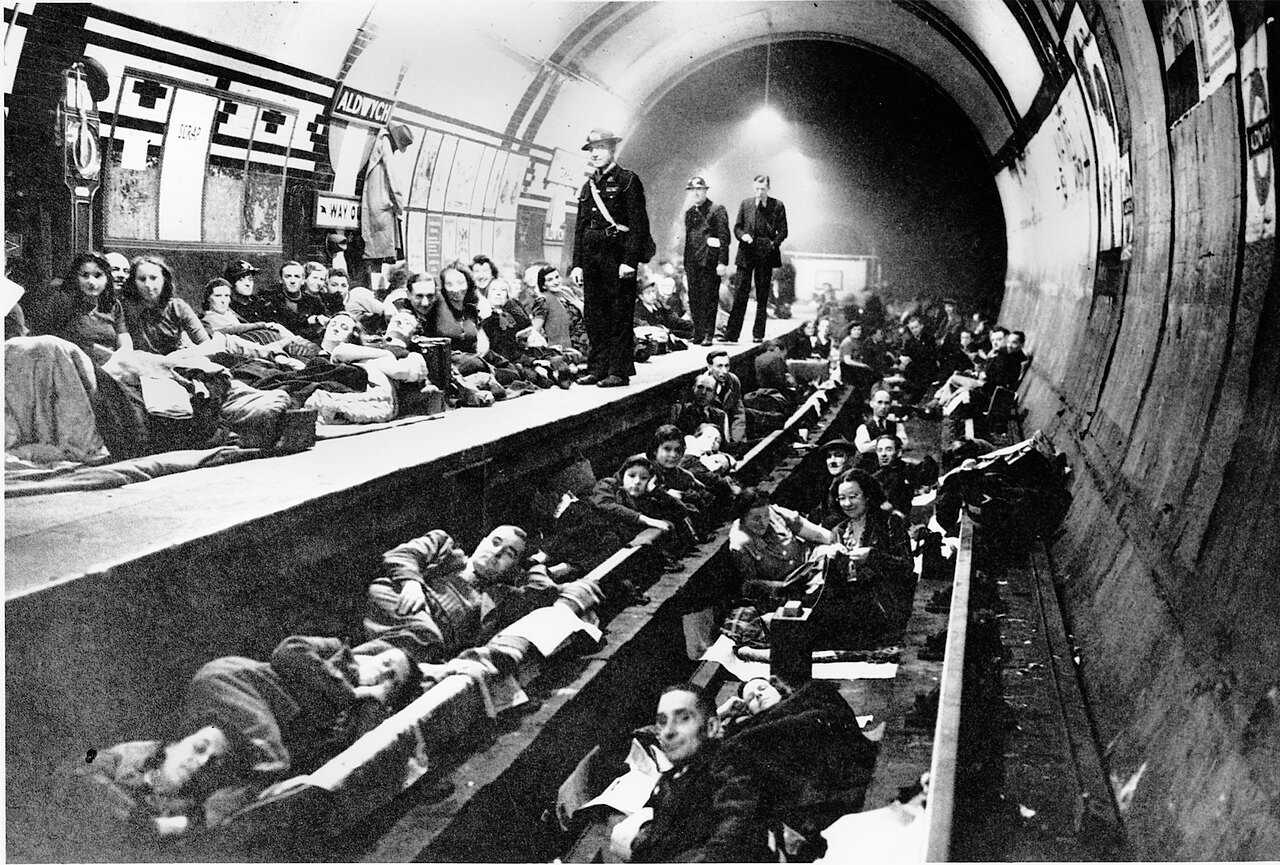 1940. Лондонцы ночуют на платформе и железнодорожных путях станции «Олдвич», 21 октября