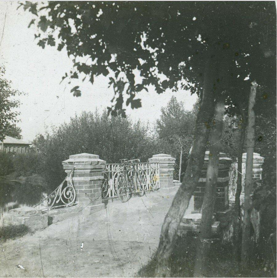 Мостик в Карякинском саду
