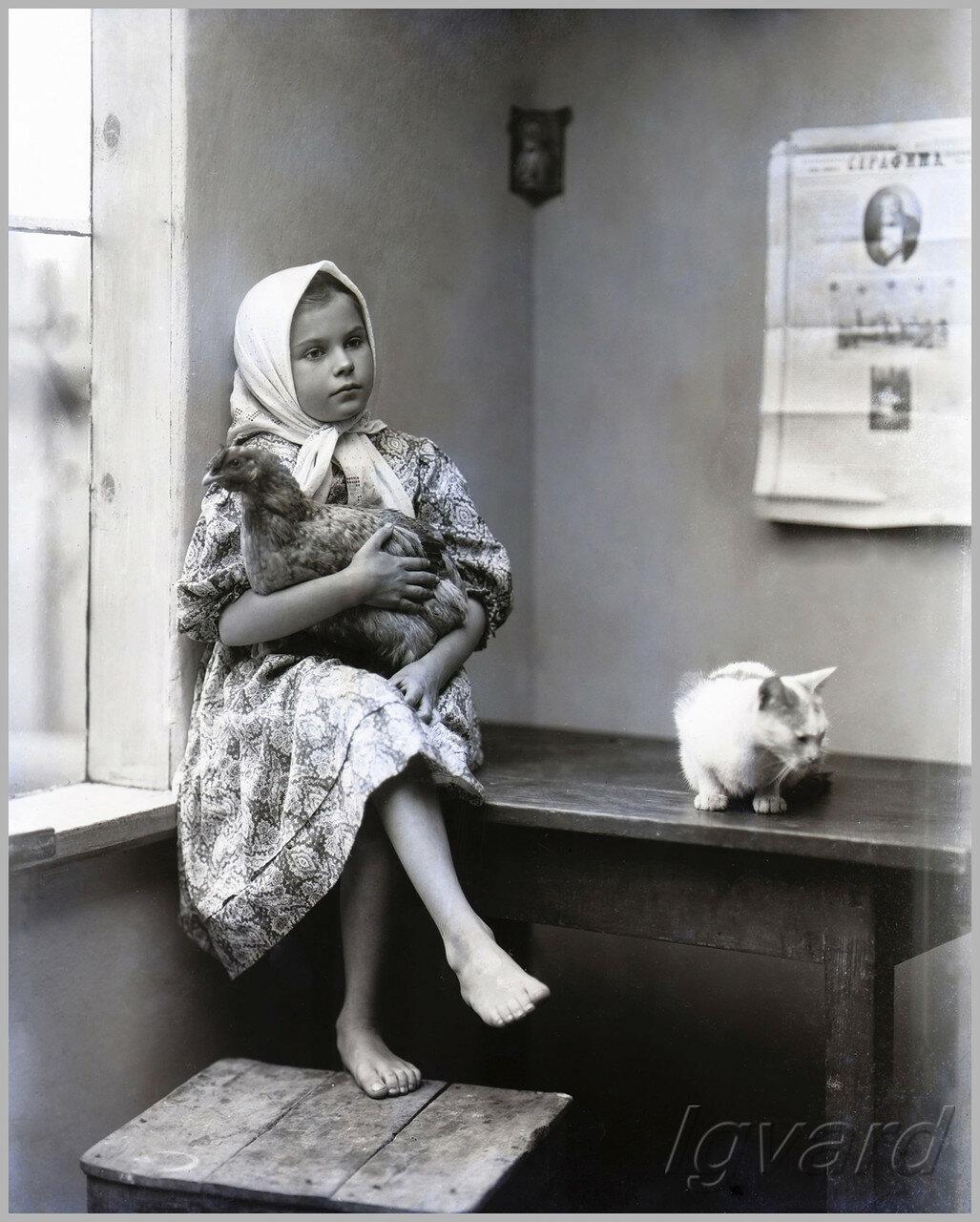 Девочка с курочкой (конкурсное фото Алексея Васильевича Барышникова)