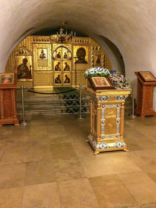Храм преподобного Романа Сладкопевца с усыпальницей бояр Романовых