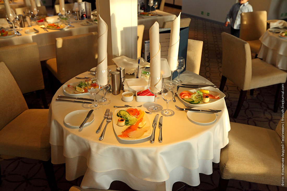стол в ресторане теплохода Александр Грин