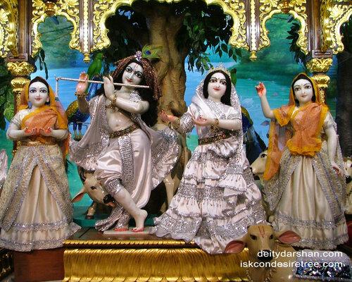 027 Sri Sri Radha-Gopinath  Lalita Vishakha 1280x1024