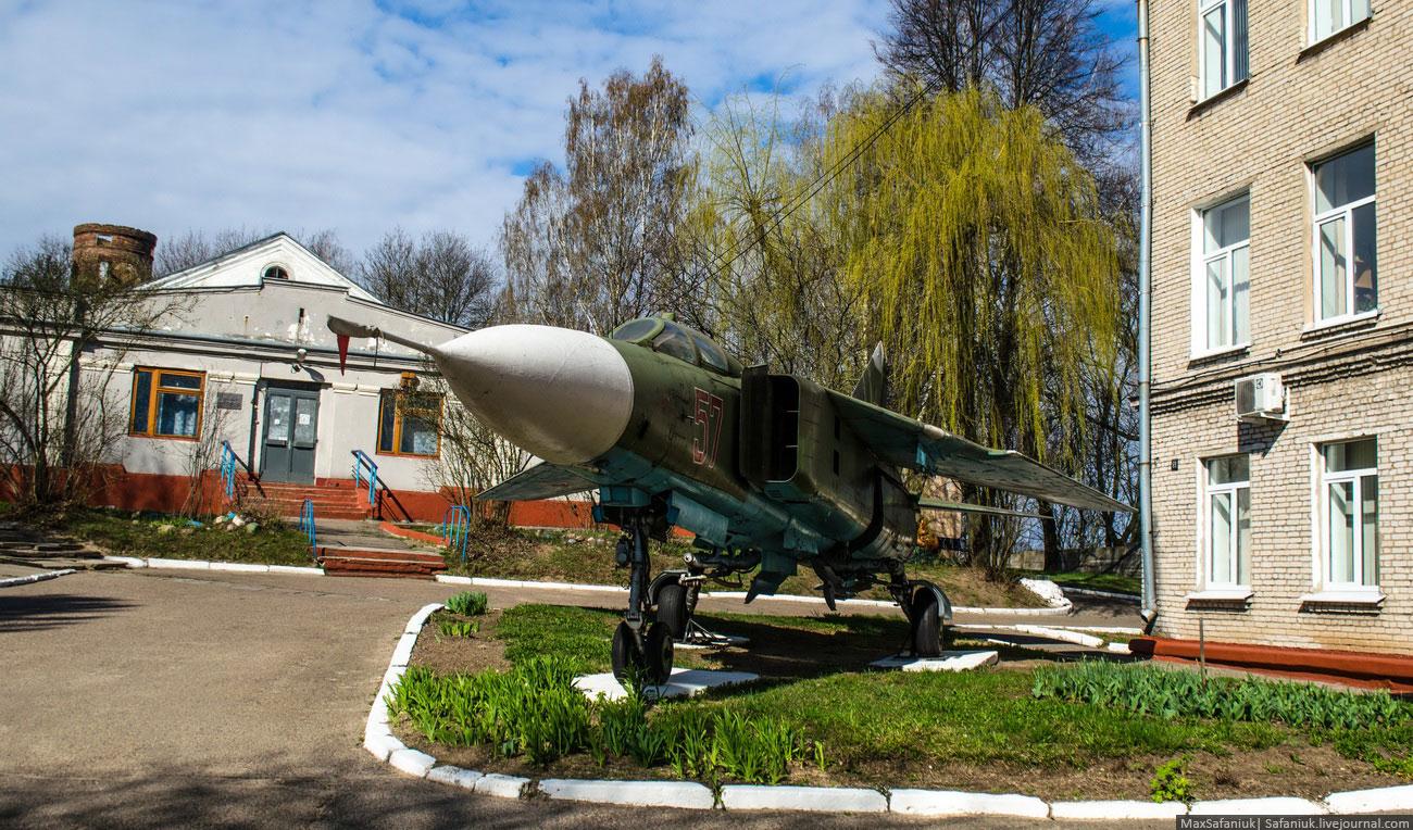 МиГ-23 на территории Белорусской государственной академии авиации (бывш. МГАВК)