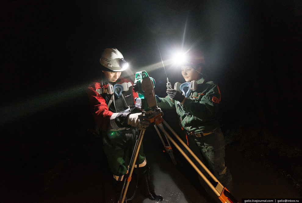 Для проходки в руднике задействовано 9 проходческих комбайнов (Sandvik MR 620 и MR360). Комбайн
