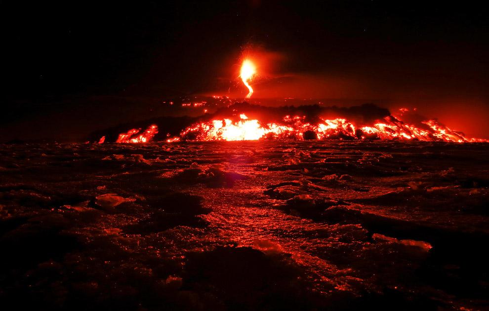 8. По разным данным, у Этны имеется от 200 до 400 боковых вулканических кратеров. В среднем раз