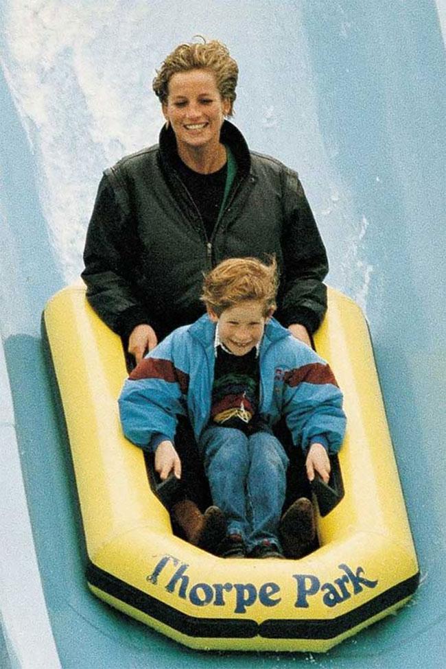 Принцесса Диана с сыном Гарри, 1993 год.