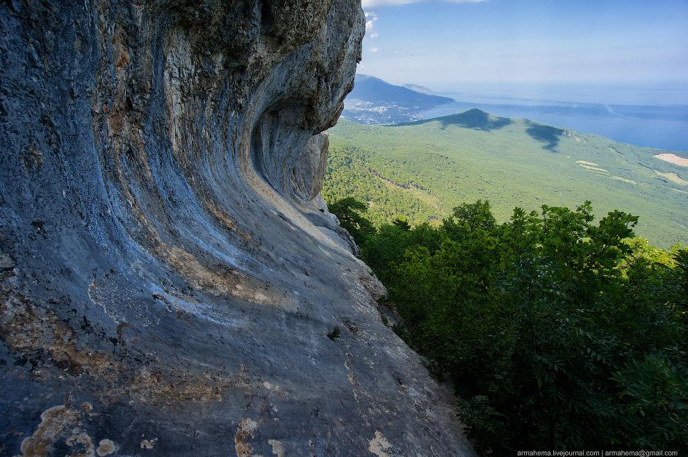 Алупка — город на южном берегу Крыма: