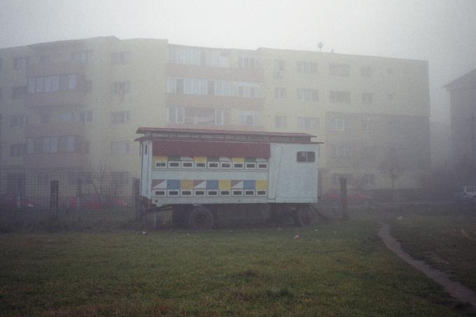 Фотограф показывает, как умирает его родной городок в Трансильвании (19 фото)
