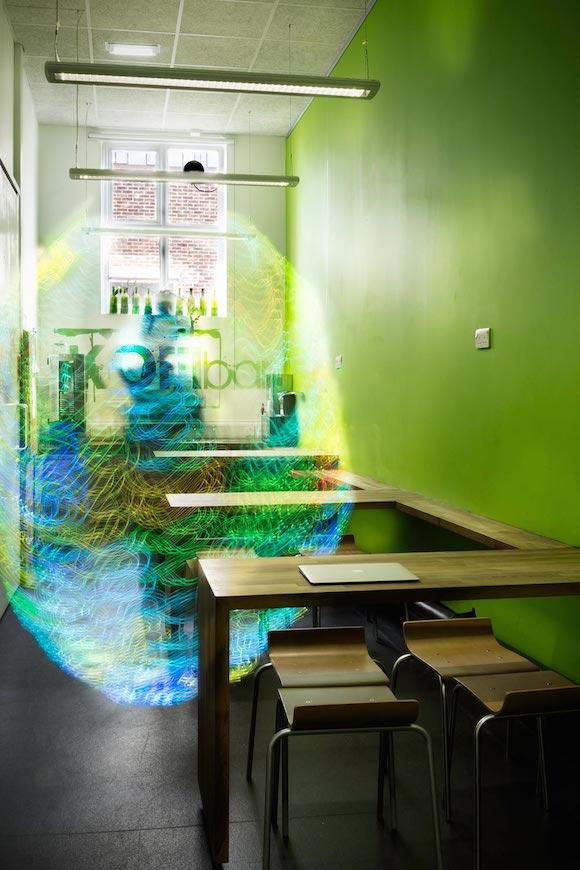 «Я верю, что наше взаимодействие с этой массой электромагнитных сигналов, которые Энтони Данн описал