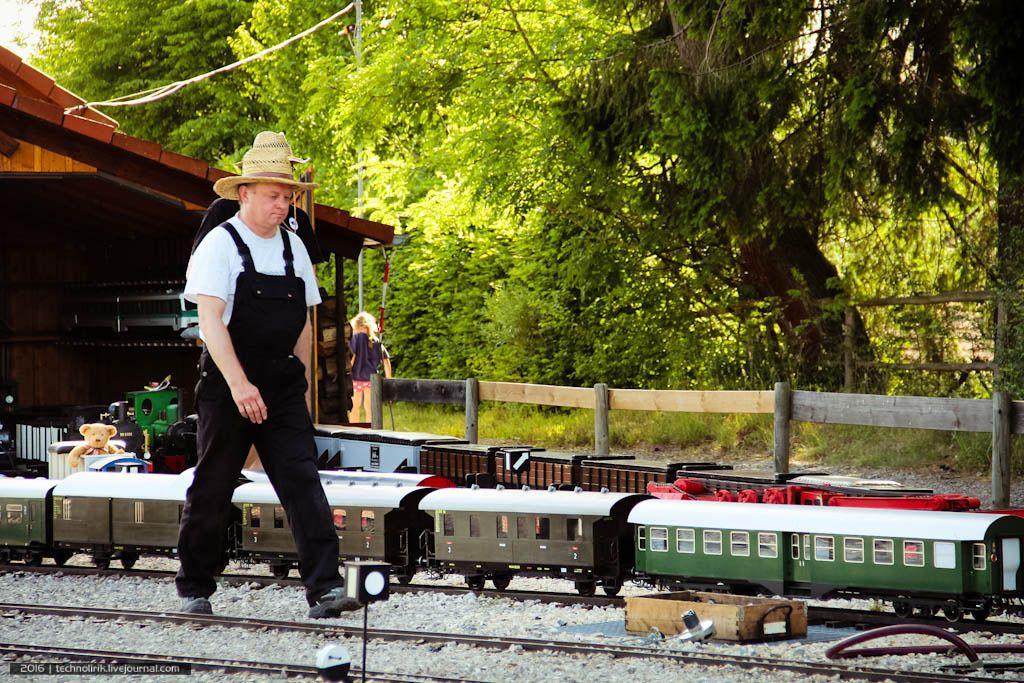 Как устроена самая маленькая железная дорога в мире (70 фото)