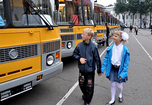 Москва покупает для Омской области 33 и3 школьных автобуса