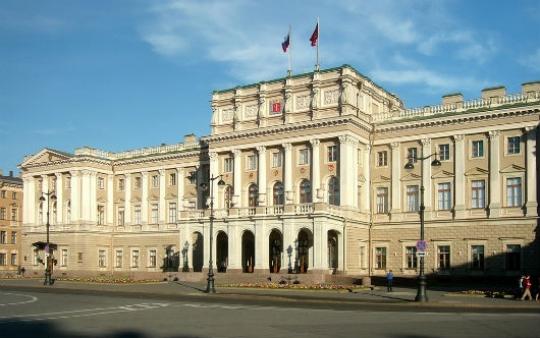 Петербургских депутатов будут лишать выступлений занарушения этики