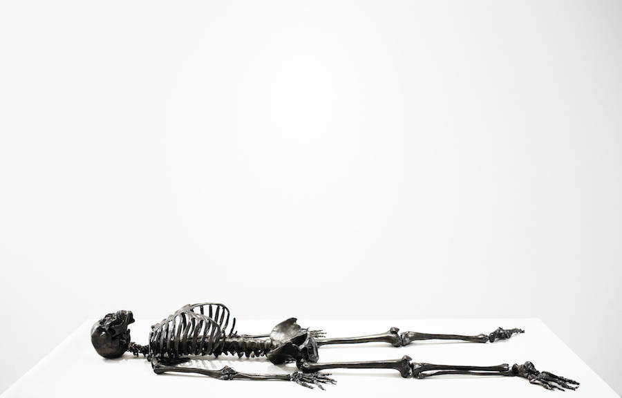 Vibrating Self-Drawing Graphite Skeleton